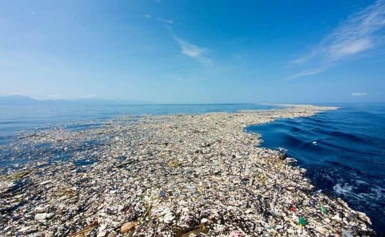 plastic polltuion in the ocean