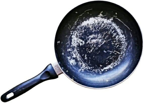 damaged-non-stick-cookware